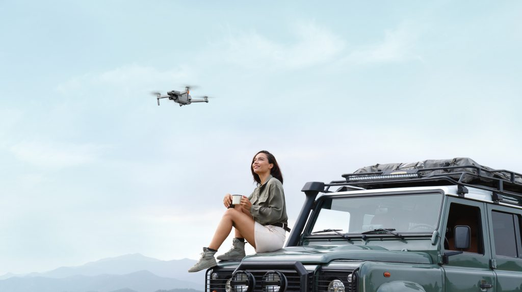DJI Mavic Air Young Woman Landrover